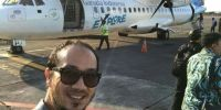Ketum OK OCE Suka Selfie Dengan Latar Belakang Pesawat Lho. Cek di Sini!