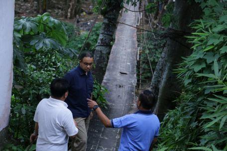 Mirisnya Kondisi Jembatan Gantung di Srengseng Sawah. Foto: Diskominfotik Provinsi DKI Jakarta