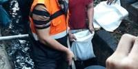 Imbau Warga Peduli Lingkungan, Anies Beri Contoh Turun Langsung Bersihkan Gorong-Gorong