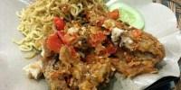 Kreasi Ayam Geprek Dengan Mie Goreng Instan, Nikmatnya Untuk Makan Malam