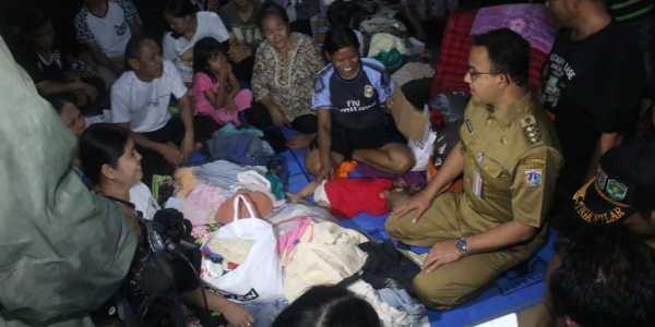 Tinjau Lokasi Kebakaran Tomang, Gubernur Anies Pastikan Pelayanan di Posko Kesehatan 24 Jam