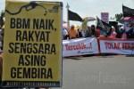 Tolak Kenaikan Harga BBM, Massa HTI Demo di Depan Istana