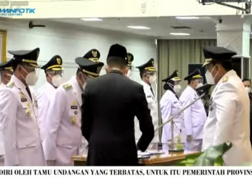 Gubernur Arinal Djunaidi Melantik Tujuh Pasangan Kepala Daerah dan Beserta Wakil di Balai Keratun