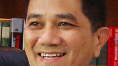 Photo of 'Pembohong tegar dan ahli politik gila' – Azmin
