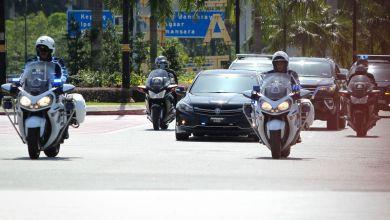 Photo of Dr. Mahathir selesai menghadap Agong di Istana Negara