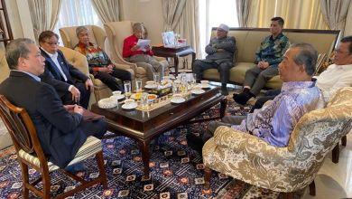 Photo of Foto Dr. Mahathir bertemu pemimpin UMNO, Pas, GPS, Warisan tersebar