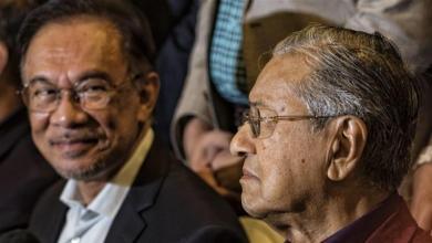 Photo of Bila `tersepit', Mahathir angkat Anwar…`politik Machiavelli'