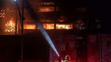 Photo of Gedung Kejaksaan Agung di Jakarta Selatan terbakar