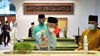 Photo of Agong ziarah pusara Almarhum ayahanda