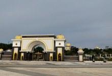Photo of Sultan Perak tiba di Istana Negara sebelum sidang khas bermula