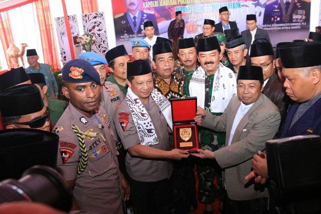 Kapolri dan Panglima TNI Silaturahmi Kebangsaan di Ponpes Kempek Cirebon