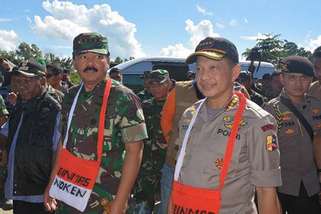 Panglima TNI dan Kapolri Tengok Pengungsi Bencana Banjir di Jayapura