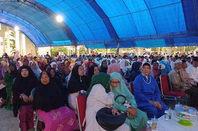 Ibu-Ibu 3000 Warga Muna Hadiri Buka Puasa Bersama dr Baharuddin
