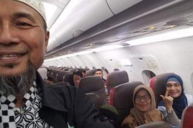 Datangi KPU, Sumatera Barat Carter 5 Pesawat dan 50 Bus