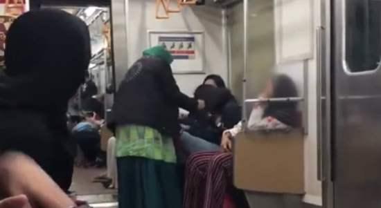Video Viral Emak-Emak Hajar Cewek di KRL