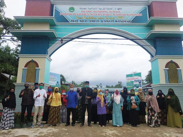 Tim Disdikbudpora Gorontalo Kunjungi ke SMA IT Darul Madinah Wonosari