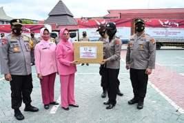 Bantuan Kemanusiaan Polda Jatim dan Bhayangkari Tiba di Polda Kalsel