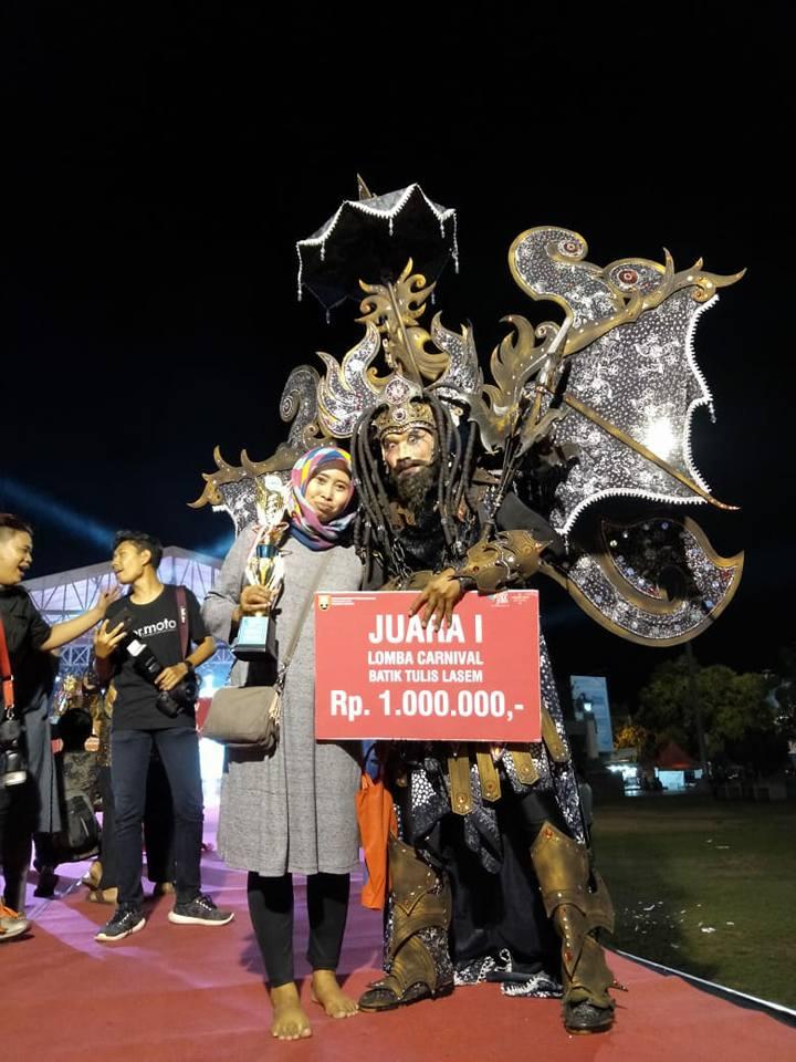 Kostum Karnival Batik Lasem