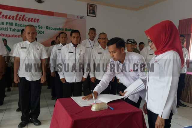 Rina Tamzil Muncul Lantik Pengurus PMI Kecamatan