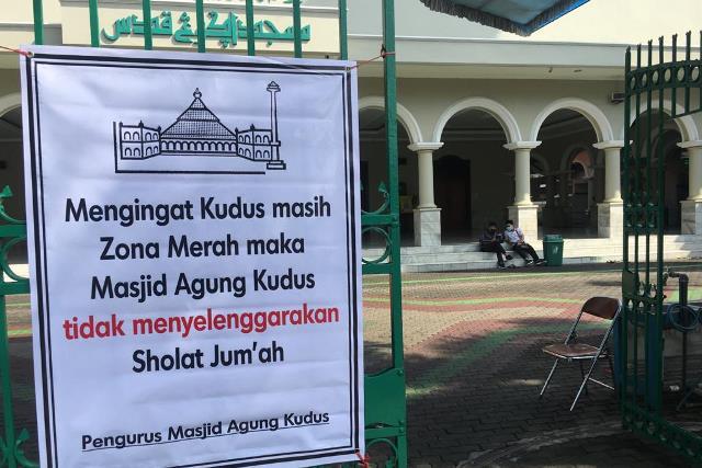 salat jumat masjid agung