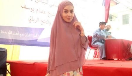 SM_Inspirasi Muslim_Mendapat Hidayah, 3 Artis Ini Putuskan Berhijab di Usia Muda_b