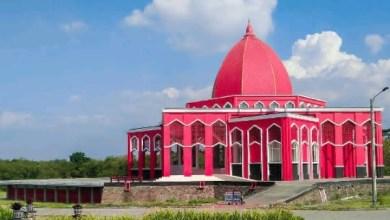 Photo of Suhaji Lestiadi: Arsitektur Masjid Merah Moekhlas Sidik Luar Biasa
