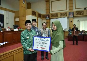 Perdana, Pemprov Jambi Berikan Bantuan Beasiswa Tahfidz Qur'an