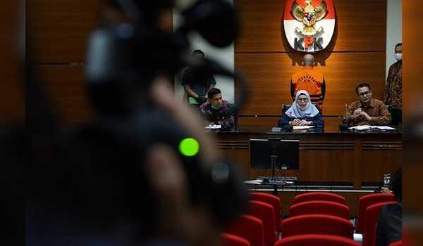 KPK Kembali Menahan Tiga Mantan Anggota DPRD Provinsi Jambi.