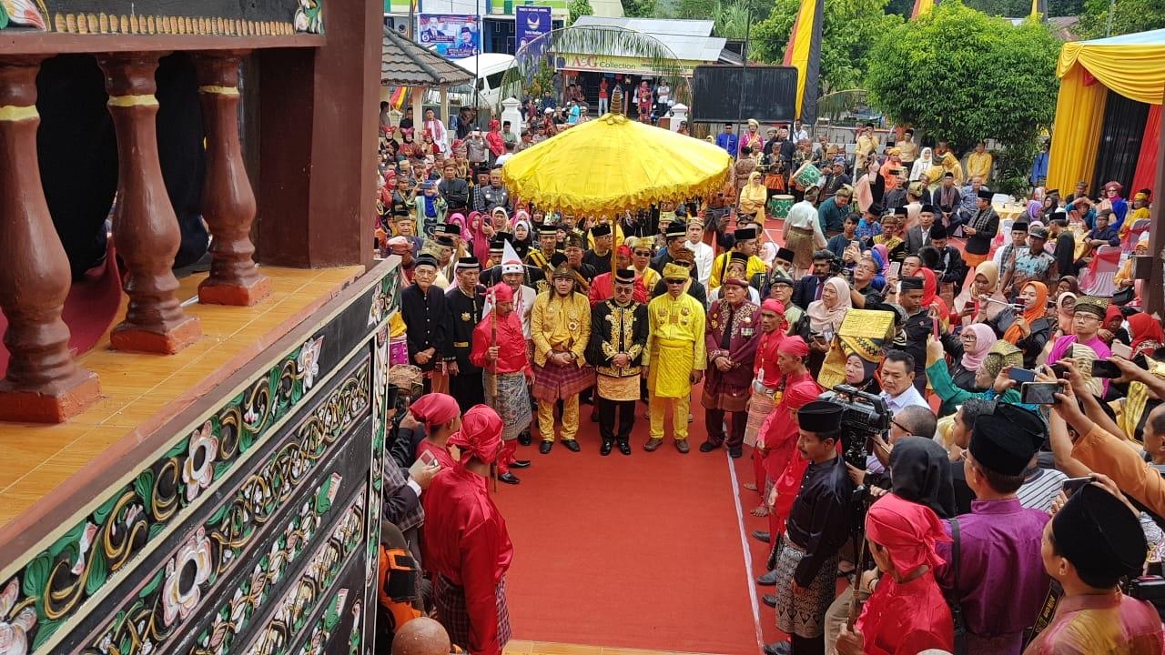 Ketua Umum FSKN Sultan Khairul Saleh Hadiri Penobatan Sultan Pagaruyung