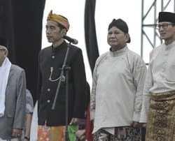 Saling Tuding soal Poster Raja Jokowi dan Uang Berstempel Prabowo