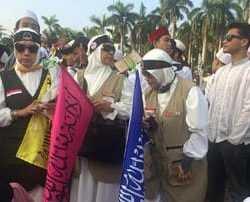 Reuni Akbar 212 Diwarnai Bendera Warna-warni Tauhid