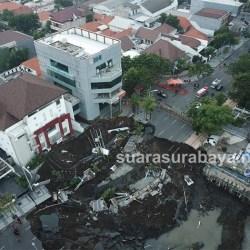 Penyebab Jalan Gubeng Amblas Diduga akibat Proyek RS Siloam