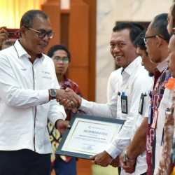 Gubernur Kalsel Terima Penghargaan atas Program Revolusi Hijau