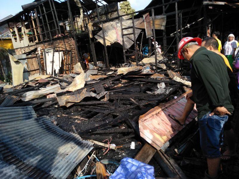 Kobaran Api Tiba-tiba dari Rumah yang Diduga Merangkap Praktek Dukun