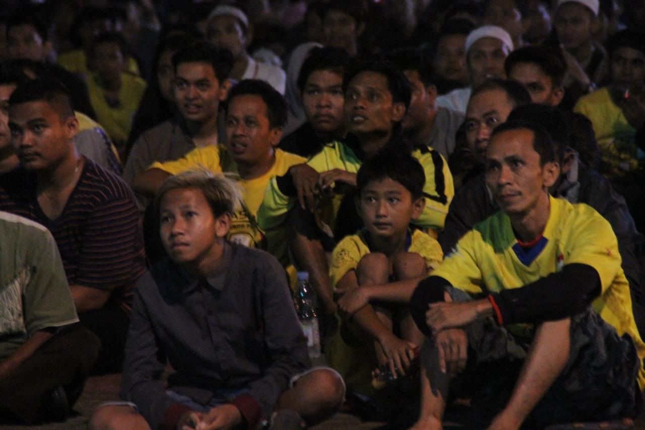 Ratusan Suporter Barito Nonbar di Videotron Pemko Banjarmasin