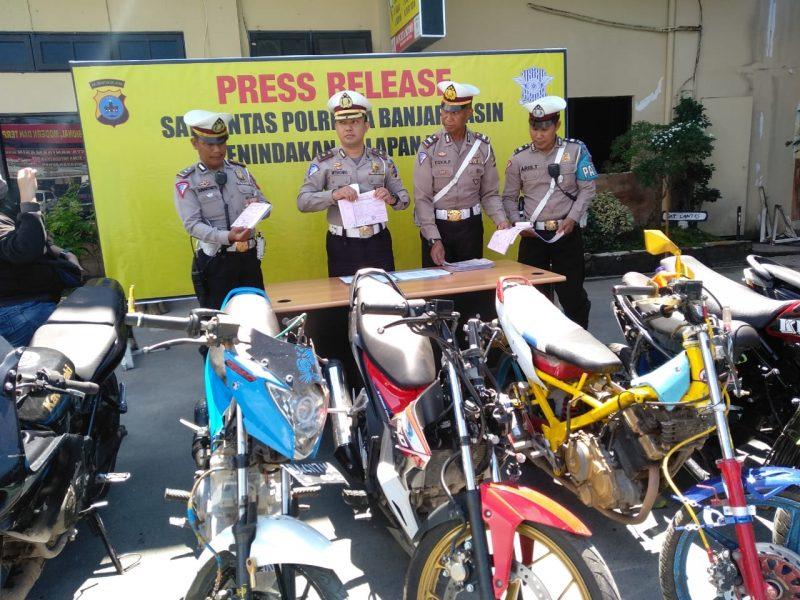 "Berbulan-bulan 80 Unit Motor ""Bali"" Ditumpuk di Halaman Mapolresta Banjarmasin"
