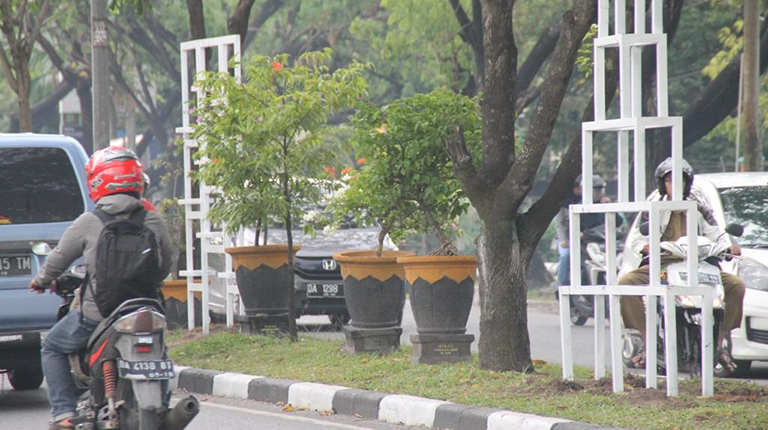 Taman Vertikal Percantik Jalan Brigjen Hasan Basri Banjarmasin