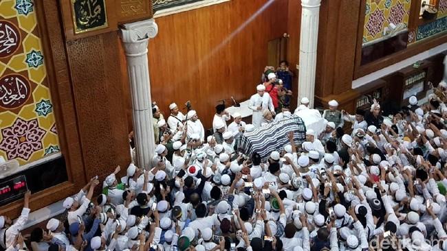 Jenazah Ustadz Arifin Dibawa ke Az-Zikra Gunung Sindur Dimakamkan