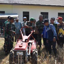 Kodim 1003 Kadangan Demonstrasikan Penerapan dengan Modifikasi Alsintan Handtraktor Rotary