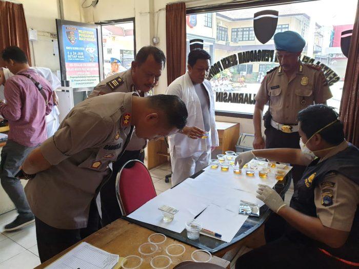 URINE dari 63 Personil Polresta Banjarmasin Dites