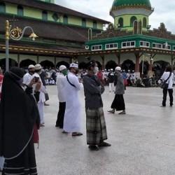 TEMPAT Pengajian Rutin Guru Zuhdi Dipadati Para Jemaah