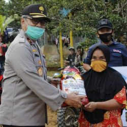 WARGA di Desa Terpencil Ucap Alhamdulillah Disambangi Polisi dan Rombongan Diberi Bantuan