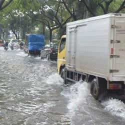 BANJARMASIN Tergenang Akibat Curah Hujan Tinggi dan Air Pasang