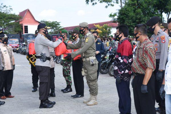 WAKAPOLDA KALSEL Mewakili Alumni Akpol 91 Salurkan 1.000 Paket Sembako ke Warga Terdampak Covid-19