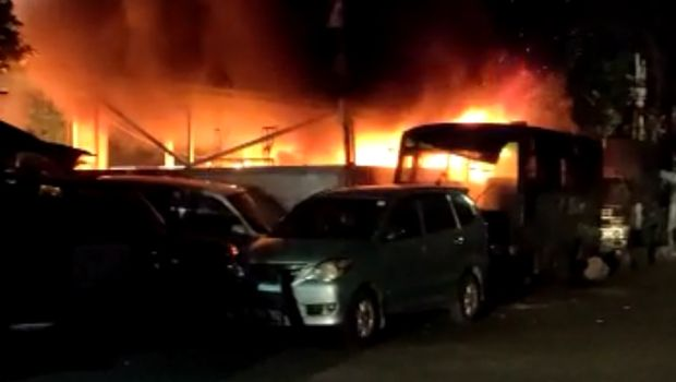 FAKTA Terkait Penyerangan 100 Orang Tak Dikenal terhadap Polsek Ciracas