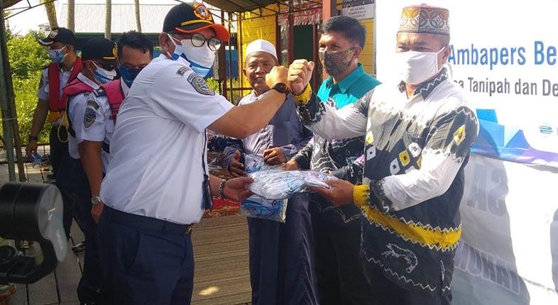 SUKA CITA Warga Sambut Bantuan PT Ambapers dan KSOP Banjarmasin di Momentum Harhubnas