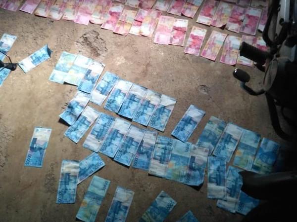 HEBOH! BERCECERAN Puluhan Juta Uang Rp50 Ribu dan Rp100 Ribu, Pasca Banjir di Saluran Irigasi
