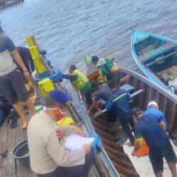 PECAH DAN TENGGELAM Spedboat Pembawa 19 Orang Penumpang