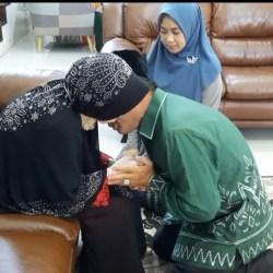 SUNGKEM dengan Sang Ibu, Arifin Sebelum Turun ke TPS