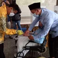 ANTAR IBUNDA Gunakan Hak Pilih Usai Ustadz H. Mushaffa Zakir Nyoblos